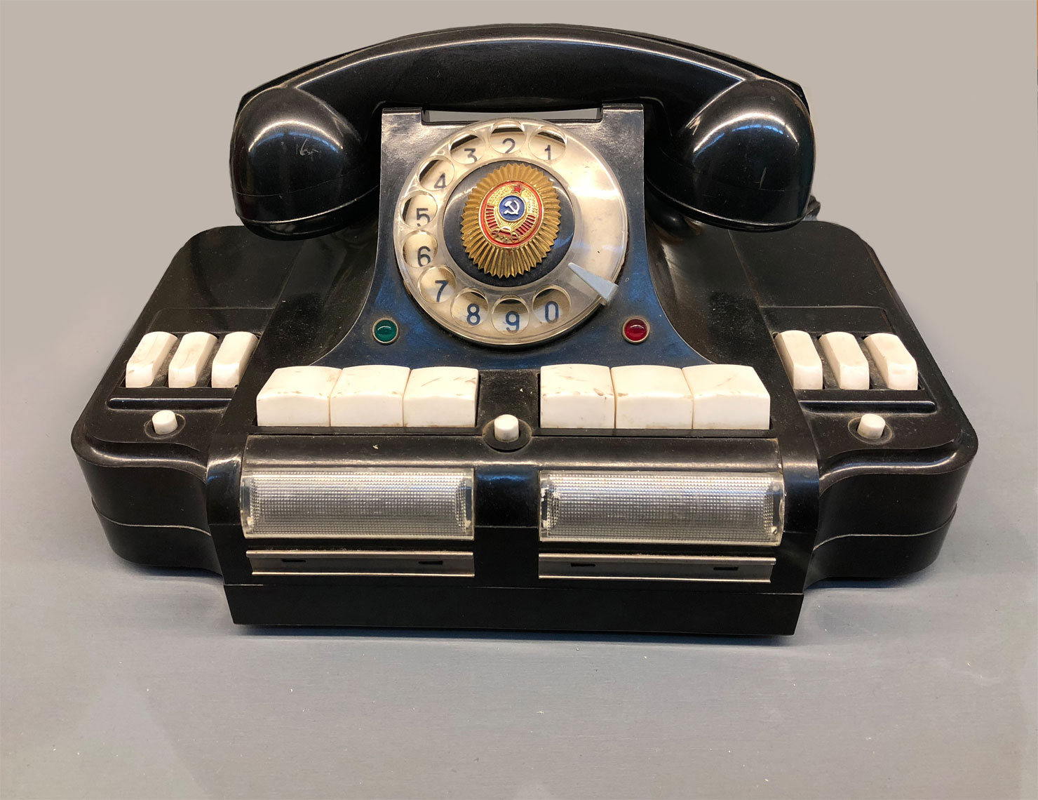 web-new-East-German-Spy-Phone-2017