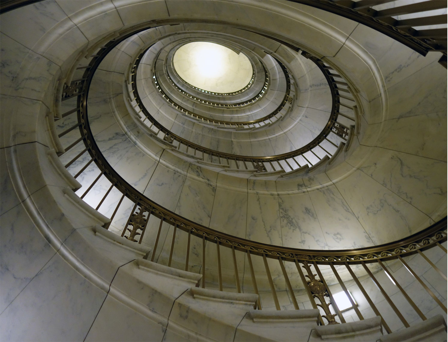 web-new-Supreme-Court-Stairway